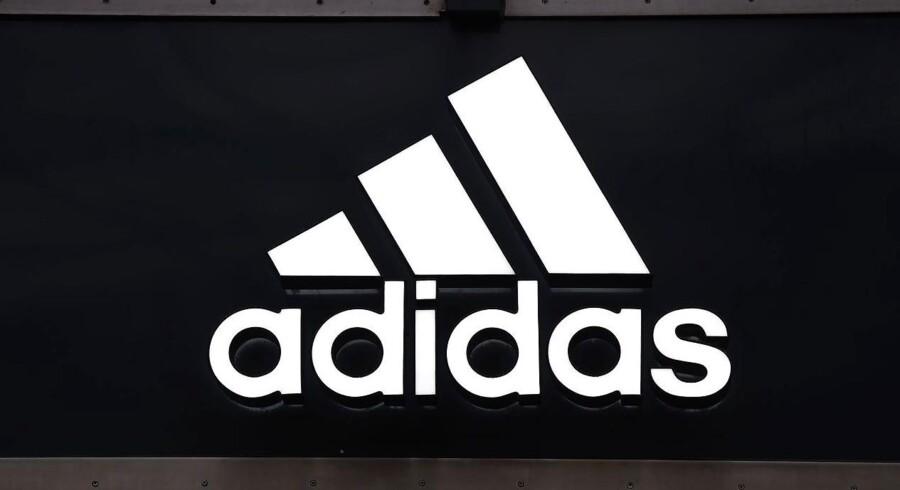 Adidas' salg har ifølge Bloomberg News blandt andet nydt godt af afholdelsen EM i fodbold i Frankrig. Samtidig har selskabet kunne stikke en betaling for at afslutte en sponsoraftale med den engelske fodboldklub Chelsea i lommen tidligere end ventet.