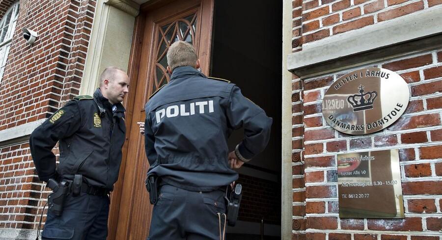 Retten i Aarhus har idømt yngre mand tre et halvt års fængsel for at stjæle penge på yderst voldsom manér. (Foto: Henning Bagger/Scanpix 2012)
