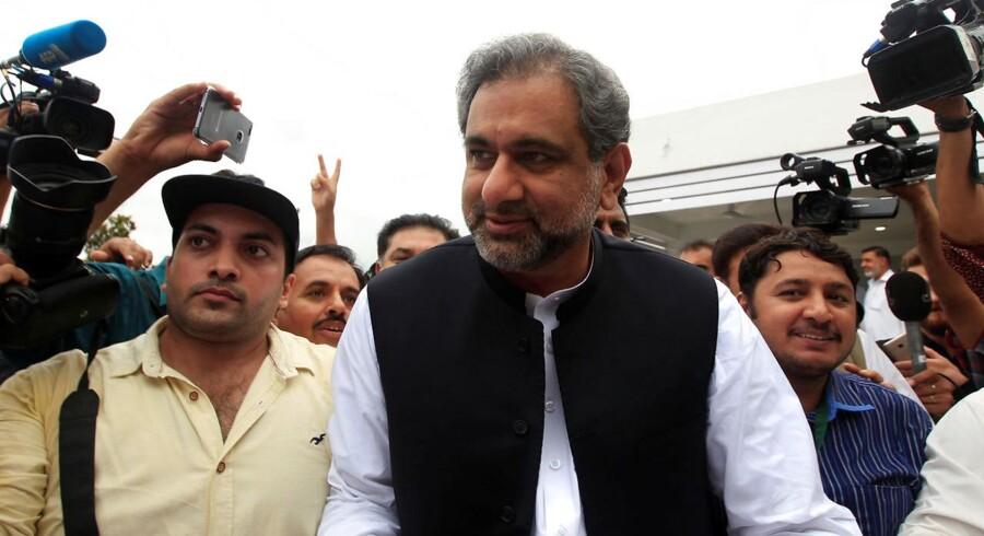 Abbasis tid som premierminister ventes at blive kort, for Sharif ventes at vil køre sin bror Shahbaz i stilling til posten.
