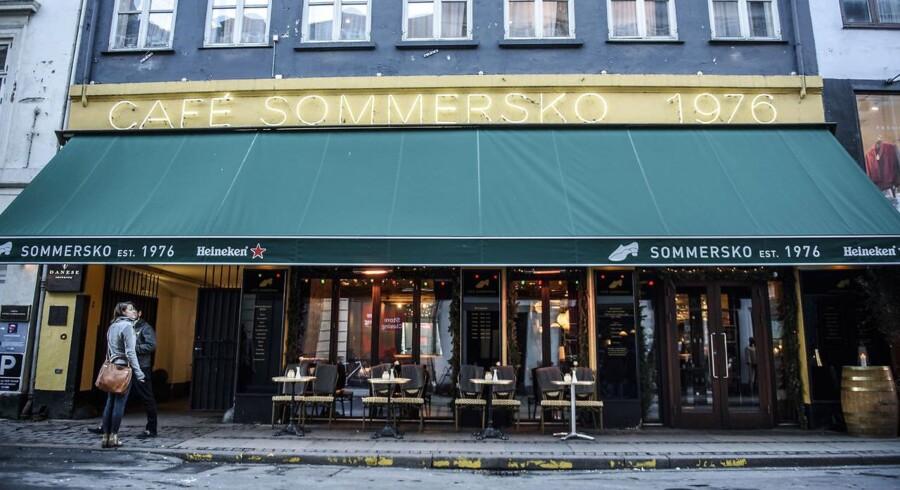 Cafe Sommersko var den første café i København men de seneste år har den levet et omtumlet tilværelse og er i efteråret blevet lavet om til et nyt koncept. Nu er det midlertidigt også lukket, og nye ejere melder nu og nye tider.