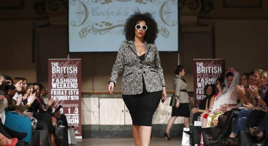 Arkivfoto af en såkaldt »plus-size model« i det britiske tøjmærke Carolyn de la Drapiere.