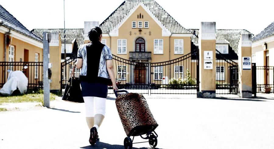 Arkivfoto: Center Sandholm, også kaldet Sandholmlejren, er en tidligere kaserne, der er Danmarks største asylcenter. Centeret ligger nord for Blovstrød i Nordsjælland. Centeret drives af Dansk Røde Kors. Det fungerer både som modtage- og udrejsecenter, dvs. både for nyankomne asylansøgere og for asylansøgere som har fået endeligt afslag og skal rejse hjem.