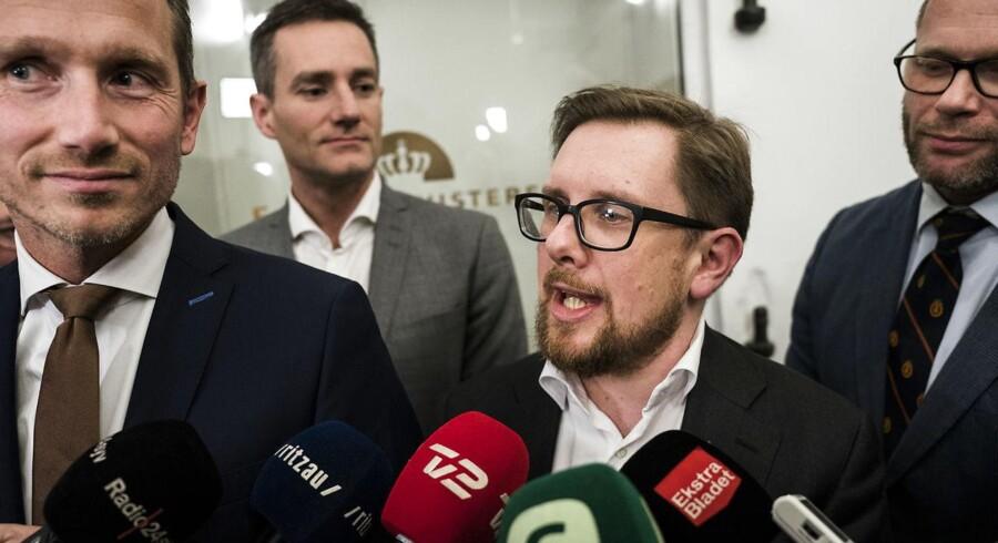 Lige siden finansloven blev indgået fredag, har Liberal Alliance højst usædvanligt kædet dens skæbne sammen med aftaler på skatte- og udlændingeområdet.