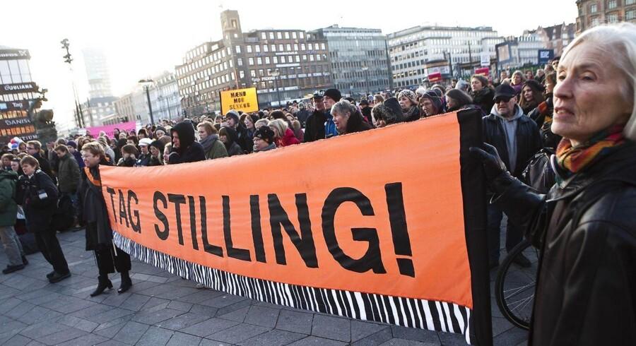 Arkivfoto fra kvindernes kampdag. Demonstrationen på Rådhuspladsen mod mænds ret til at købe kvinder. Mette Frederiksen (S) med flere taler og der er sang og musik ved Marie Carmen Koppel.