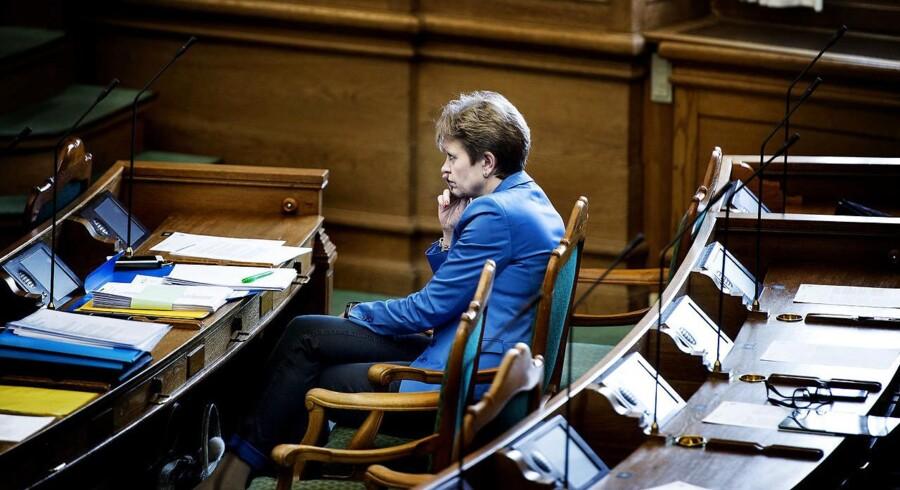 RB PLUS Løkkes blå problemer lurer fortsat derude- - Høring med Eva Kjer Hansen i Folketingssalen d. 25. februar 2016- - Se RB 28/2 2016 14.58. Efterdønningerne af Eva Kjer Hansen-sagen har ikke lagt sig endnu, og selv om blå blok forsøger at kigge fremad, er idyllen til at overse. (Foto: Liselotte Sabroe/Scanpix 2014)