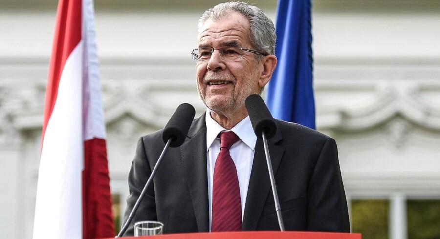 Med 50,3 pct. af stemmerne valgte østrigerne mandag den 72-årige grønne politiker Alexander Van der Bellen som landets præsident.