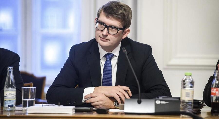 Troels Lund Poulsen vil ikke stramme lovgivningen for forsikringsselskabers efterforskningsmetoder, men han er klar til at indgå i yderligere dialog om, hvordan Finanstilsynet fremadrettet skal holde snor i forsikringsbranchen.