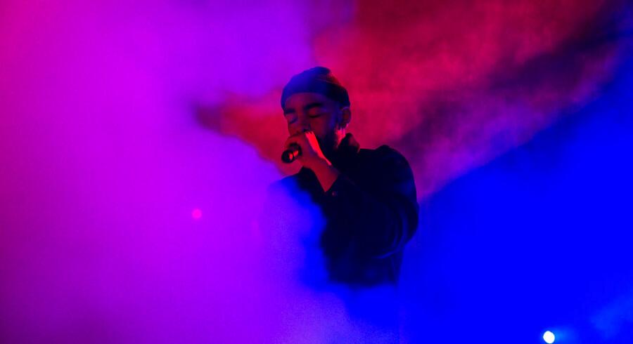 Distortion på Refshaleøen - final party. Her en af aftenens hovedenavne Ukendt Kunstner. Lørdag den 6. juni 2015.