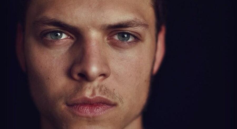 Alex Høgh Andersen medvirkede i Tvillingerne & Julemanden, som blev sendt i december 2013. I øjeblikket er den 23-årige skuespiller aktuel i hitserien Vikings. Free/Alex Høgh Andersen