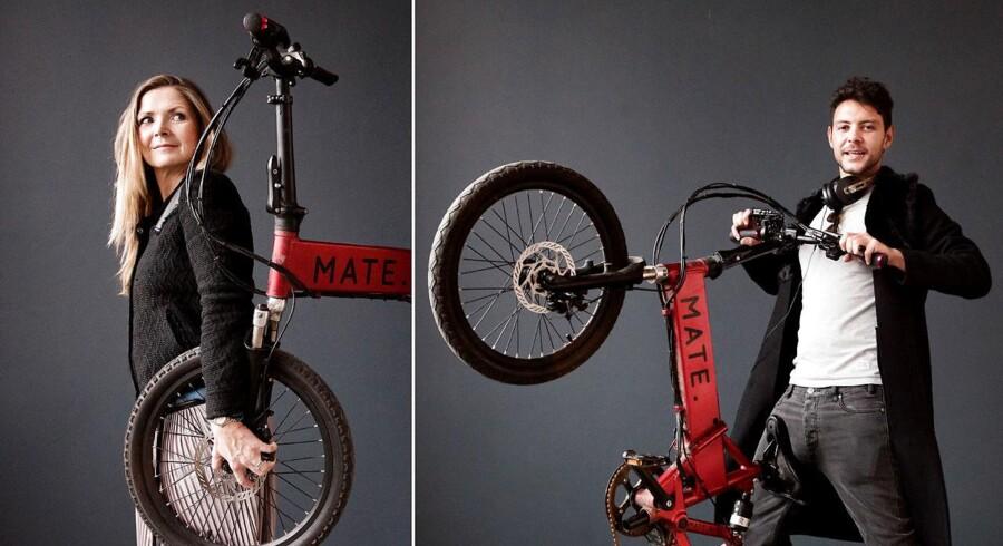 """Crowdfundig: Så mange mio. har danske projekter fået. MATE. bike har DK-rekord. Her søskendeparret Christian Adel Michael, og Julie Kronstrøm Carton med deres sammenfoldelige el-cykle """"Mate"""""""