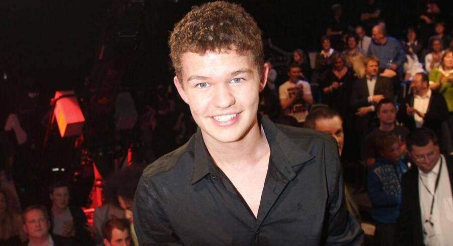I 2008 vandt dengang 15-årige Martin Hoberg Hedegaard X-Factor. Efter knap otte år, hvor der har været stille fra den unge musiker, er han nu tilbage under navnet »Saveus«.