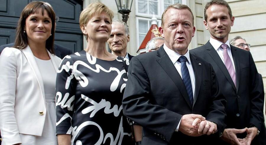 Lars Løkke præsenterede søndag sin nye regering på Amalienborg.