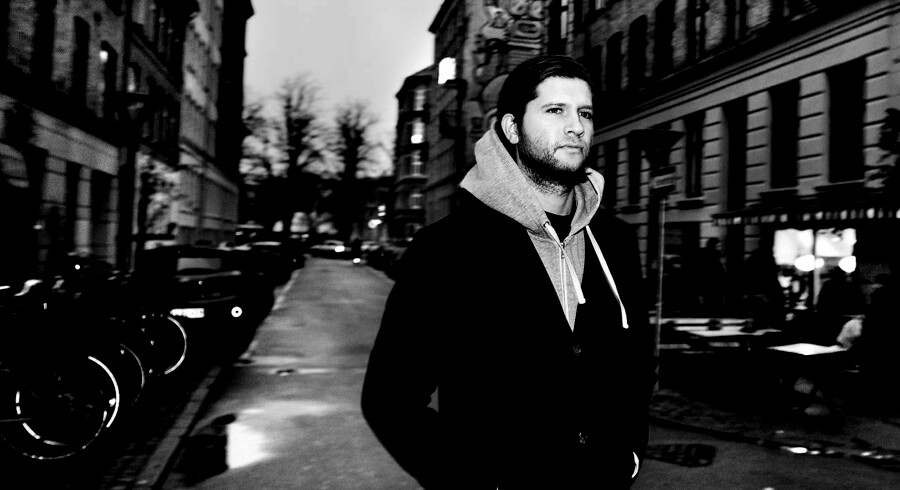 Jotam Confino, dansk-israeler, har hele sit liv været ærlig om sin baggrund, og har ikke en eneste gang følt sig dømt, forfulgt, hadet eller på nogen måde haft dårlige oplevelser på trods af det. Han undrer sig over, hvordan den jødiske frygt er opstået i Danmark. Foto: Linda Kastrup