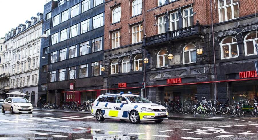 De fire dømte terrorister blev både i Sverige og på vej mod Danmark i bil aflyttet og fulgt af Säkerhetspolisen (Säpo) og Politiets Efterretningstjeneste (PET). Lydfilerne blev afspillet i retten, hvor tilhørere bl.a. kunne følge med i planlægningen. Her forklarer Mounir Dhahri en af de tre andre, Zalouti, at »alle alle, som står foran dig, skal dø«, hvorefter Zalouti spørger hvor. »Avisen, selvfølgelig, avisen ...,« siger Dhahri.