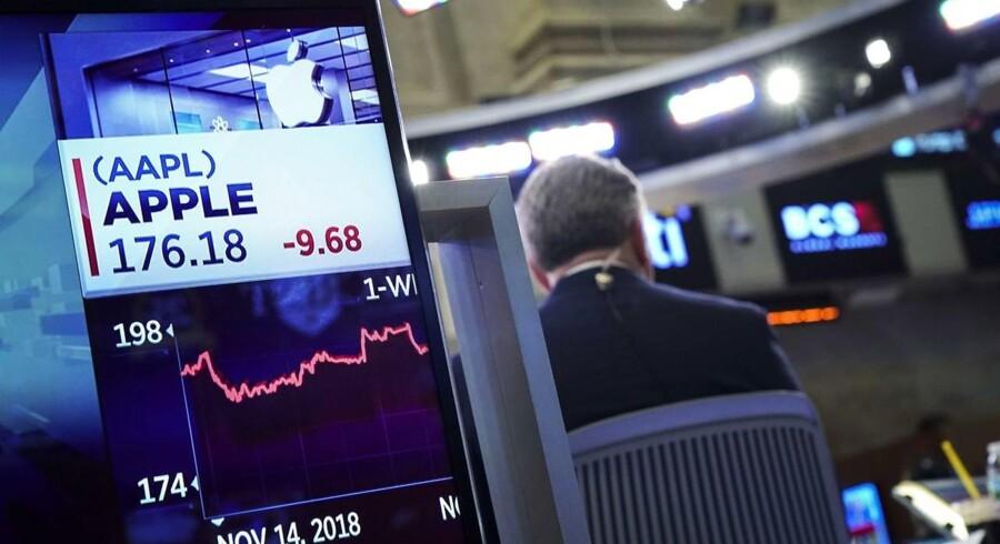 Apple-aktien er styrtdykket på det seneste, og dermed har Apple spildt en masse penge på at købe egne aktier op. Arkivfoto: Drew Angerer, Getty Images/AFP/Scanpix