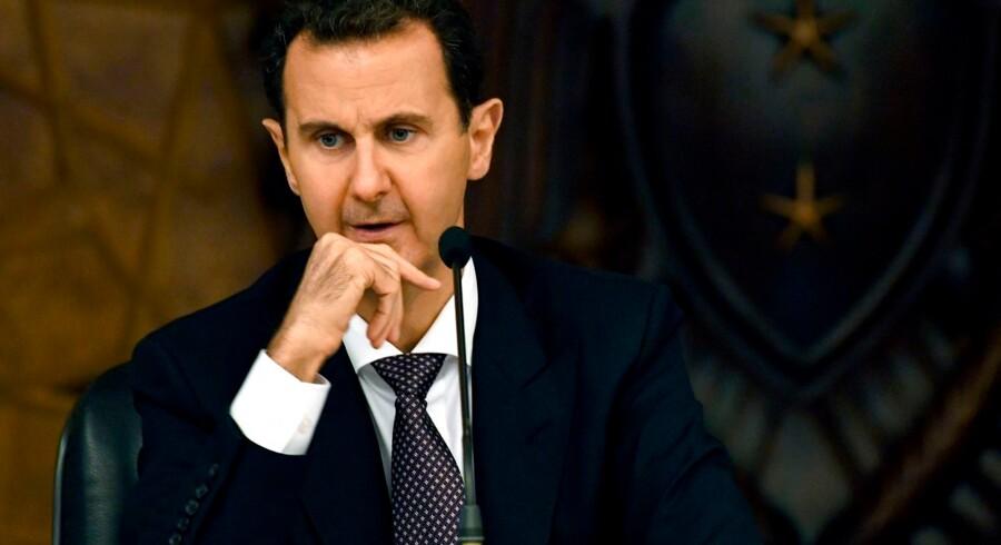 Tyrkiske trusler og USAs beslutning om at forlade Syrien får YPG til at søge hjælp hos den syriske regering.