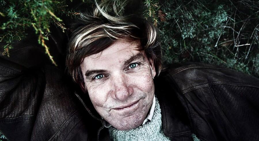 ARKIVFOTO: Forfatteren og eventyren Troels Kløvedal fotograferet på sin gård lidt uden for Ebeltoft.