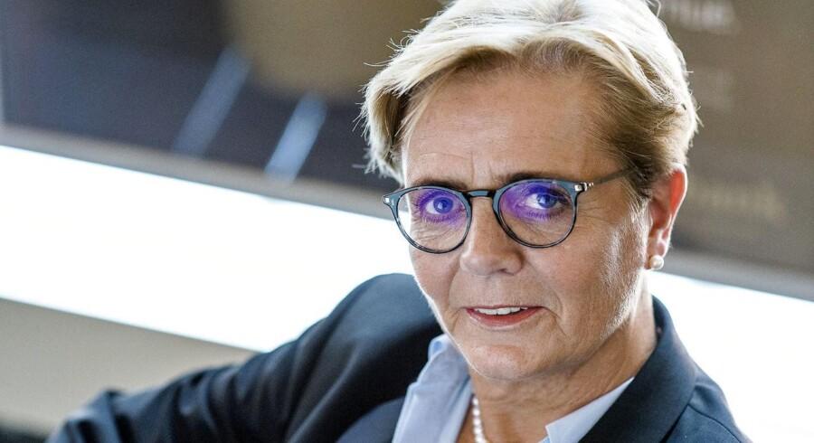 Der vil være langt færre danske banker om fem år, mener en række bankchefer. Adm. direktør i Sydbank Karen Frøsig mener, at udvikligen bliver drevet af en række kendte og en række ukendte faktorer.
