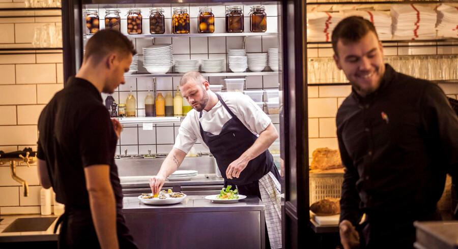 Der er inge svinkeærinder i køkkenet på Bistro Pastis, der kører støt og sikkert som et urværk.