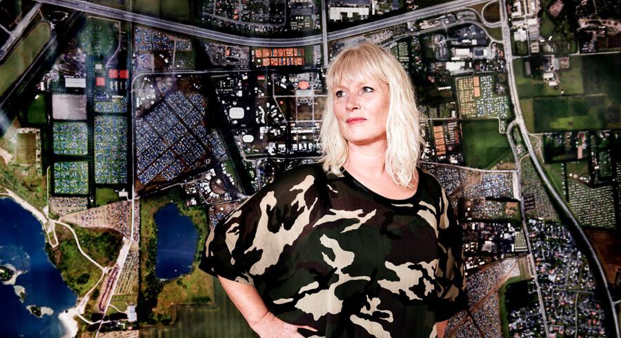 Arkivfoto: Signe Lopdrup, 51 år, direktør for Roskilde Festival. I sine tidlige teenageår ville Signe Lopdrup gerne være dyrelæge - men hun havde ikke lyst til at have så meget matematik, som det krævede og lagde idéen på hylden igen. Hun er student fra Niels Steensens Gymnasium i København i '86. Hun er uddannet cand.mag fra Københavns Universitet i '99 efter knap 10 år på universitetet. Hun fik to børn undervejs.