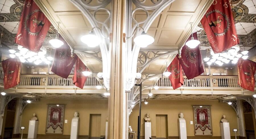 Arbejdernes Forenings- og Forsamlingsbygning og dermed også Arbejdermuseet på Rømersgade i København er med sine over 130 år en af de ældste arbejderforsamlingsbygninger i verden. Billedet er fra festsalen.