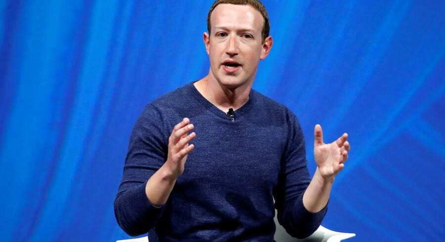 Siden 2017 har Mark Zuckerberg solgt ud af sine egne Facebook-aktier, men den dårlige aktiekurs som følge af de mange skandalesager har fået ham til at holde inde. Arkivfoto: Charles Platiau, Reuters/Scanpix