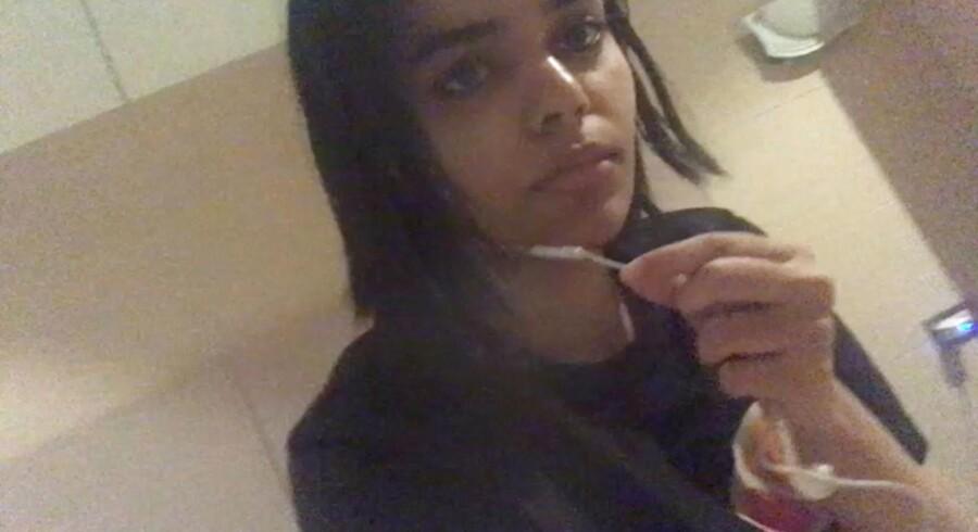 Rahaf Mohammed al-Qunun. Billedet stammer fra videoklippet.