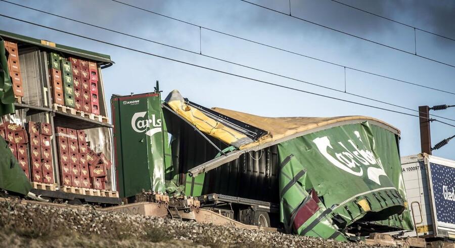 Der er muligvis en sikkerhedsrisiko forbundet med togvogne af den type, der var involveret i ulykken på skinnerne over Storebælt 2. januar. Og man har ingen mulighed for at tjekke, om de er sikret ordentligt, siger sikkerhedschef i CFL cargo Danmark.