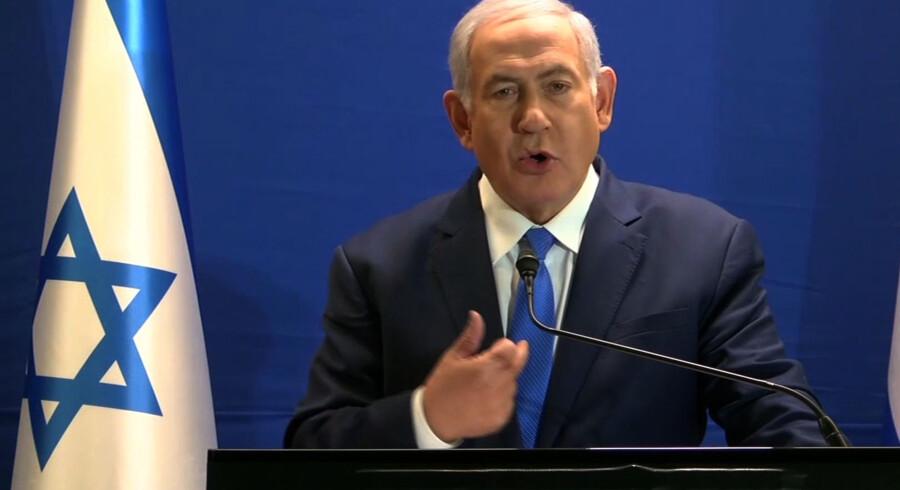 Israels premierminister, Benjamin Netanyahu, kræver at blive konfronteret med statens vidner i flere sager om påstået korruption. Hvad er de bange for? Hvad har de at skjule? Jeg er ikke bange, og jeg har ikke noget at skjule, skriver han på Twitter. -/Ritzau Scanpix