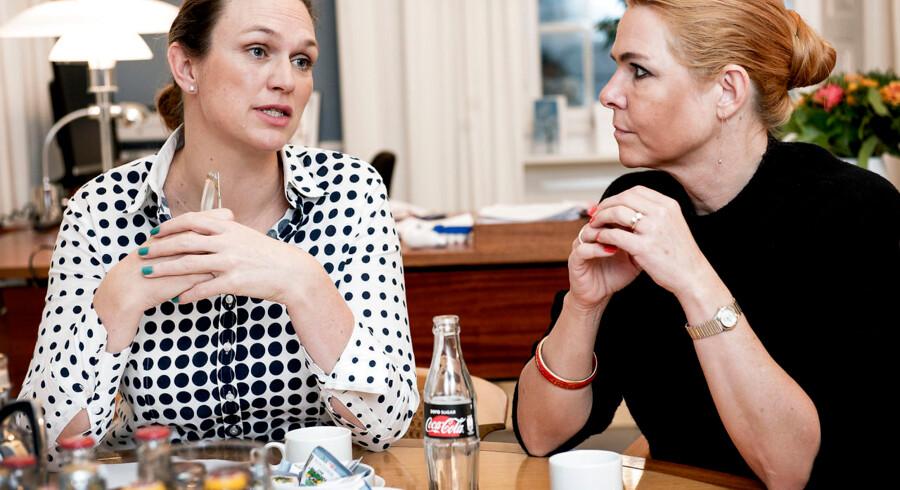 Integrationsminister Inger Støjberg og undervisningsminister Merete Riisager fortæller 14. december om en analyse af børn af efterkommere med ikke-vestlig baggrund, som Integrations- og Undervisningsministeriet har udarbejdet i fælleskab. Den første version af analysen, der blev lagt på Undervisningsministeriets hjemmeside, blev senere tilføjet flere forbehold. Arkivfoto: Linda Kastrup