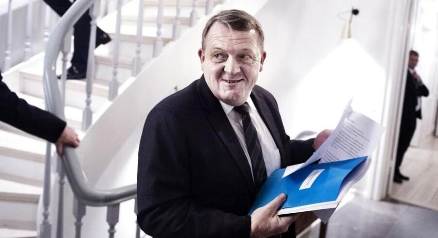 Mest problematisk for statsminister Lars Løkke Rasmussen er det, at flere partifæller er begyndt at lægge afstand til reformen. Flere frygter, at reformen vil øge centraliseringen og føre til en afkobling af de folkevalgtes mulighed for at sætte kursen – hvis regionerne som ventet bliver nedlagt.