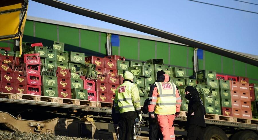 Mandag undersøgte Havarikommissionen låsemekanismen på togvogne som dem, der var involveret i den fatale ulykke på Storebæltsbroen 2. januar. Den undersøgelse førte til, at Trafikstyrelsen nedlagde forbud mod vognene tirsdag. Nu viser det sig, at låsemekanismen også fejlede ved en ulykke i Norge for 12 år siden.