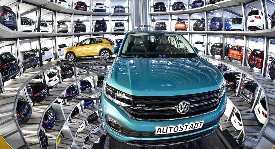 Bilbranchen er fredag hårdt ramt på tværs af de europæiske børser, hvor der hersker en blandet stemning over landegrænserne.