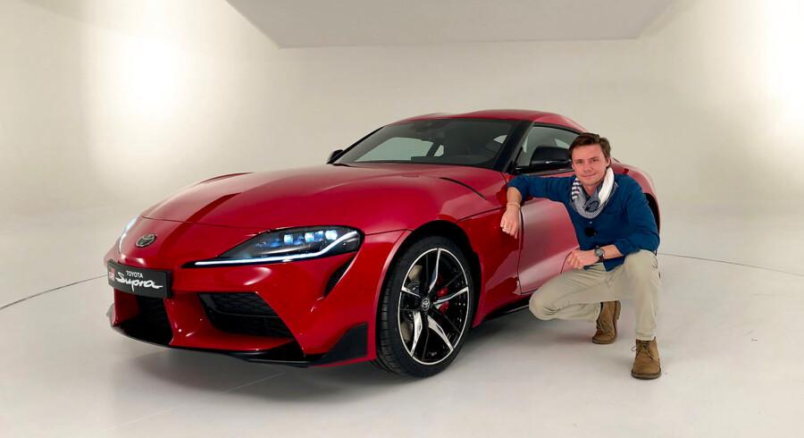 Motorredaktør Henrik Dreboldt glæder sig til mere end bare posere sammen med den nye Toyota Supra, men han må vente til maj med at komme bag rattet på bilen, der deler teknik med den nye BMW Z4, har 340 hk og er sat op af Le Mans vinderne fra Gazoo Racing.