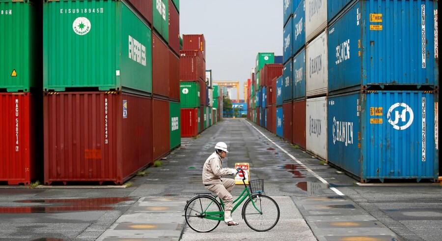 Vejen er banet for en handelsaftale mellem EU og Japan. Danmark og EU skal presse på for, at vi får endnu flere aftaler. Danmark skal have ny strategi for, hvor vigtigt det er for os, at EU indgår nye handelsaftaler, mener ekspert. Her havnen i Tokyo.