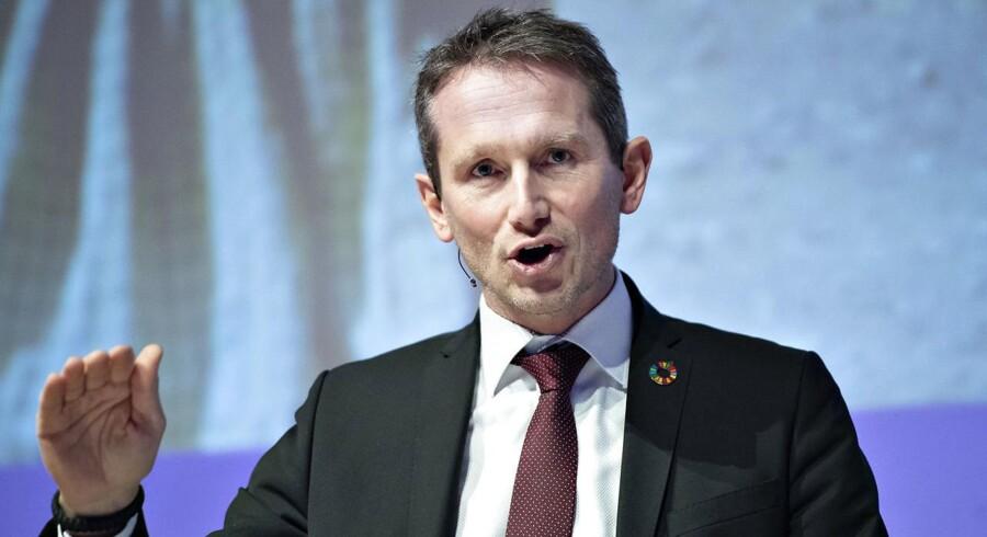 Finansminister Kristian Jensen (V) er utilfreds med, at Socialdemokratiet har sagt nej til salget af det københavnske elnet Radius. Det giver forbrugerne billigere og dårligere produkter, mener Kristian Jensen.
