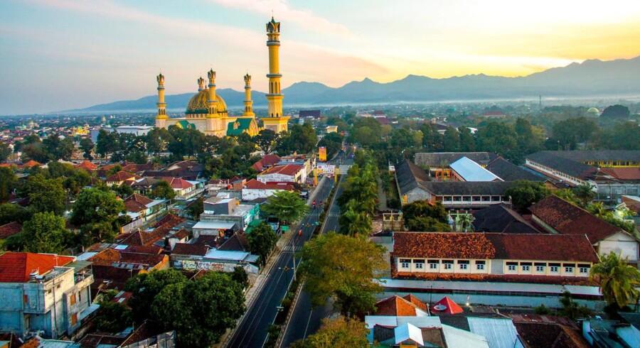 Morgengry over Mataram på Lombok.