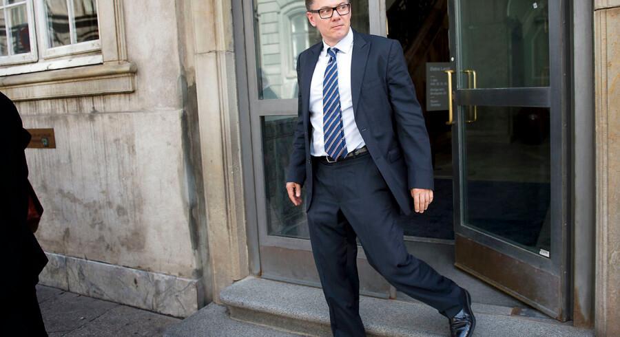 Tirsdag faldt der dom i Finansiel Stabilitets erstatningssag mod den krakkede rigmandsbank ved Højesteret. Den øverste instans stadfæstede Østre Landsrets kendelse. På billedet forlader Lasse Lindblad, tidligere bestyrelsesmedlem i Capinordic Bank, Østre Landsret i juni 2015. Arkivfoto: Nils Meilvang/Ritzau Scanpix