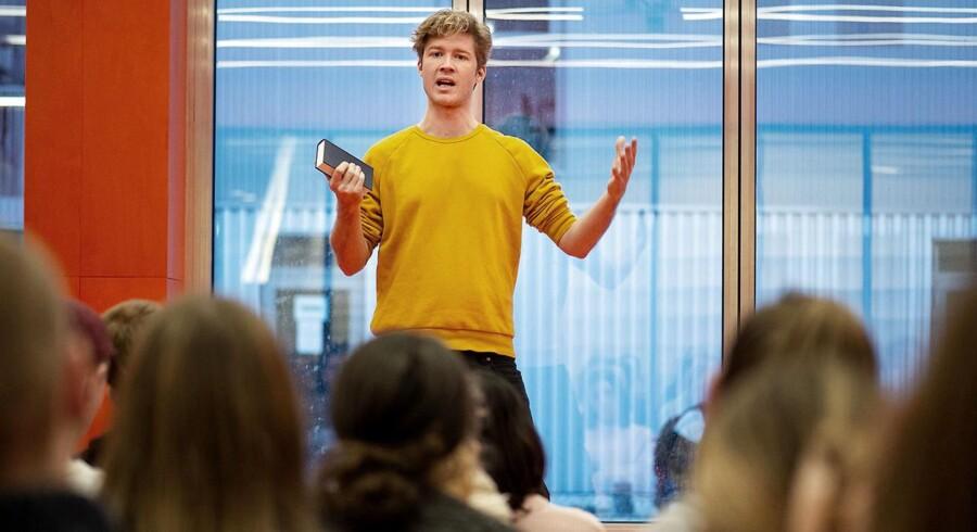 Mikkel Bech-Hansen fra Minds of 99 er en af de tolv lærere på den nye Roskilde Festival Højskole, som netop har budt velkommen til første hold af elever.