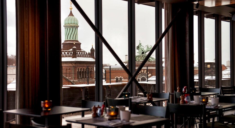 Fra restauranten Tramonto er der 360-graders udsigt, så man både kan spotte de mere fjerne dele af byen og de lokale, historiske bygninger.