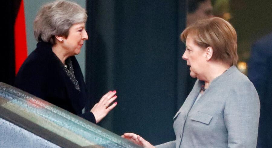 I Brexit-forhandlingerne har Storbritannien flere gange satset på, at Tyskland ville komme landet til undsætning. Det sker også i slutspillet, hvor der spekuleres i, at kansler Merkel vil kaste en redningskrans til premierminister Theresa May, hvis hun taber afstemningen i Underhuset. Men Merkel har travlt med så meget andet.