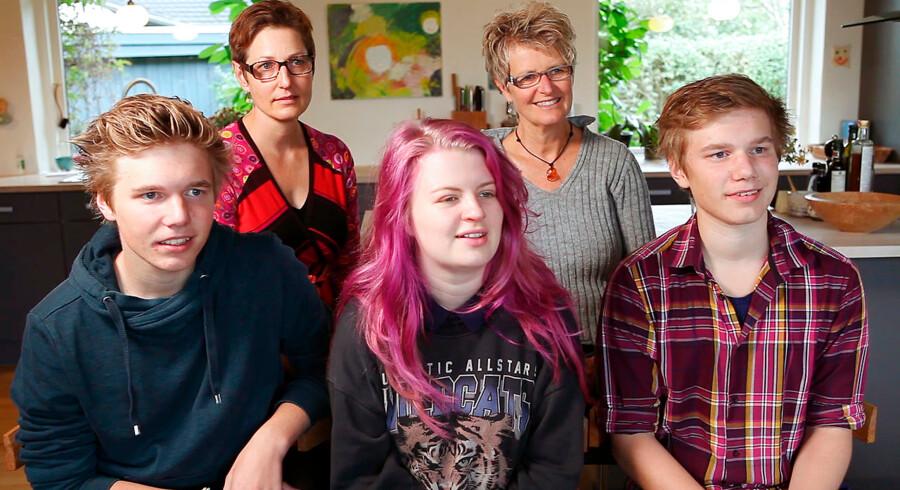 Familien Isager bestående af mødrene Lena og Anne-Mette Isager og børnene Johan, Asta og Holger er hovedpersonerne i Den Gamle Bys genskabelse af danskernes liv anno 2014.
