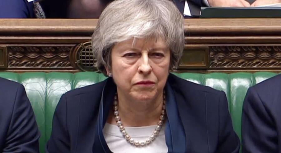 Theresa May i parlamentet lige før afstemningen. Hun talte langt, men hun lød som en kvinde, der ikke troede på sin sag - ikke længere.