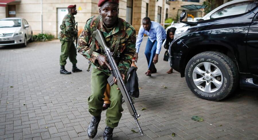 700 mennesker er blevet evakueret fra et hotelkomples i Nairobi.