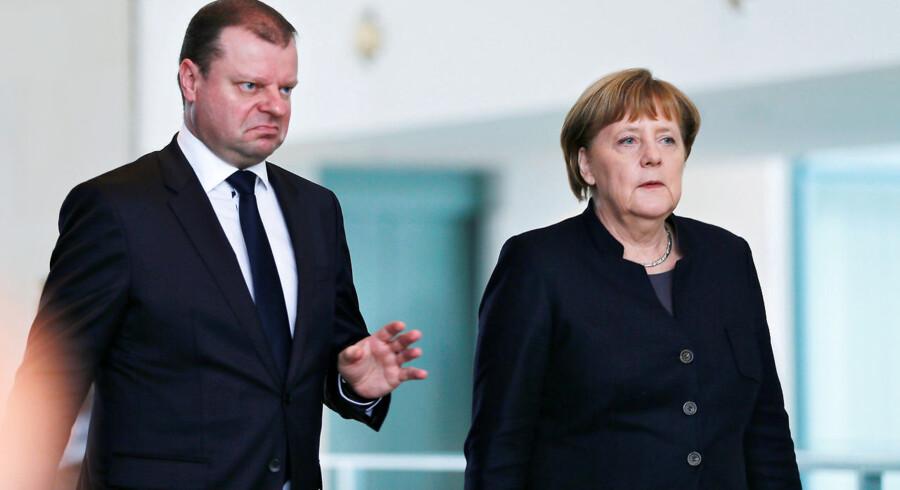 Kan en regeringschef i 2019 udpege en regering kun med mænd? Det overvejer Litauens premierminister, Saulius Skvernelis, p.t. Han ses her sammen med Tysklands kansler, Angela Merkel.