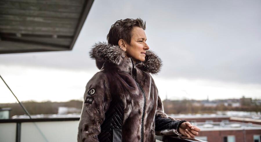 Helle Rabøl Hansen har i over tyve år beskæftiget sig med mobning. Hun begyndte at interessere sig for mobning i forbindelse med sit speciale på jurastudiet om underkastelsesritualer på en flådebase på Grønland. Men en drivkraft i hendes engagement har også været, at hun i sin egen folkeskoleklasse har været med til at mobbe klassekammerater. Handlinger, som hun i dag ville ønske, at hun kunne gøre om.