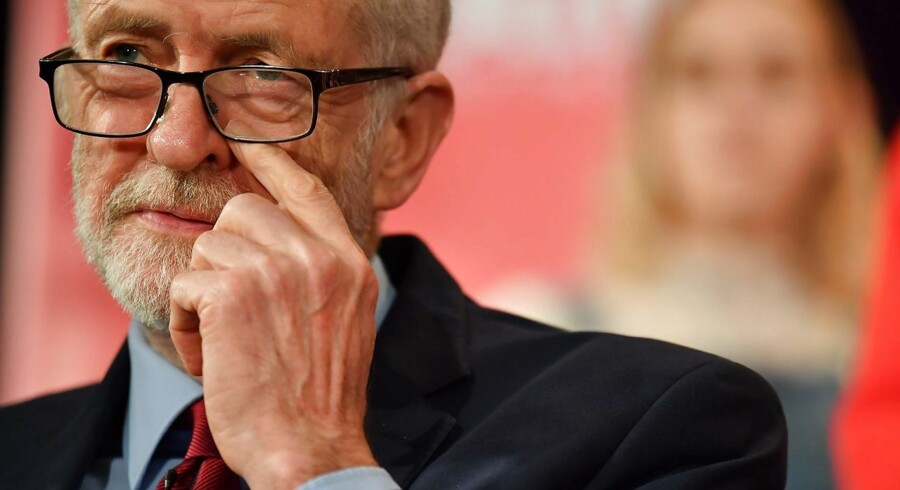 Jeremy Corbyn vil ikke tale med Theresa May. Han mener, at hendes forhandlinger på tværs af fløjene er et »stunt«.