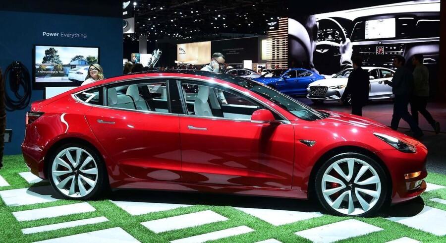 Tesla må ud i en fyringsrunde, samtidig med at selskabet ønsker at udvide produktionen af Model 3-modellen. Arkivfoto. Frederic J. Brown, AFP/Ritzau Scanpix