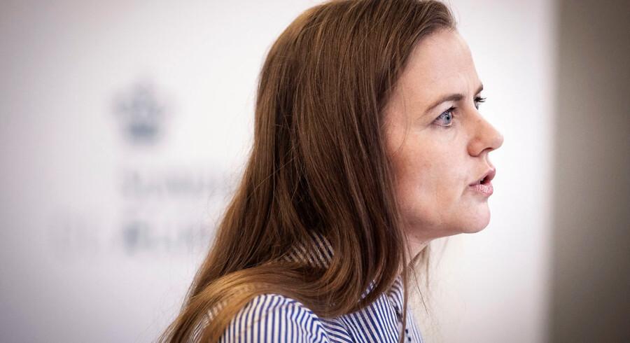 Sundhedsminister Ellen Trane Nørby (V) ved fredagens præsentation af regeringsudspillet »Flere hænder og større arbejdsglæde«. Det skal lukke huller i sundhedsvæsnet.