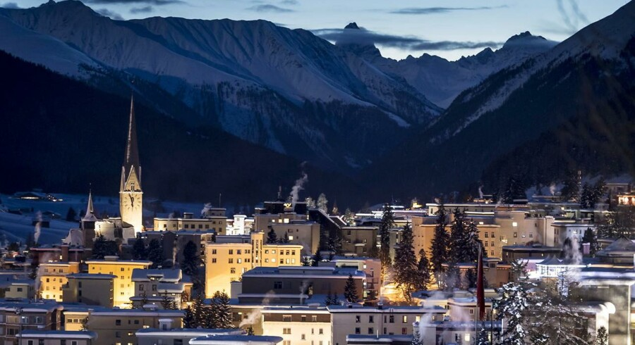 De internationale virkomhedslederes tro på verdensøkonomien har lidt et knæk, viser omfattende undersøgelse på førstedagen af det økonomiske topmøde i den schweiziske by, Davos.